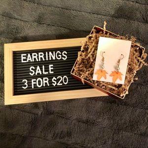 💐3/$20 🆕 Maple Leaf Drop Earrings